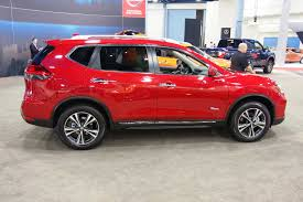 nissan rogue 2017 2017 nissan rogue hybrid amps up efficiency autoguide com news