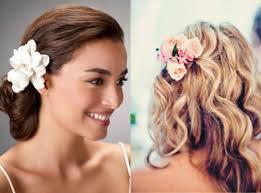Hochsteckfrisurenen Hochzeit Mit Blumen by Brautfrisuren Mit Blumen Lockerer Dutt Und Deko Blume Haare