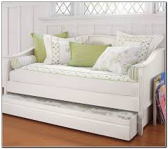 White Trundle Daybed Bedroom Gorgeous White Bedroom Decoration Using White