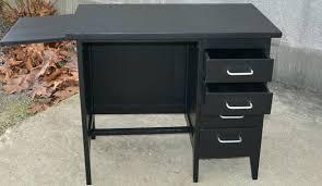 petit bureau noir petit bureau noir bureau des annaces 60 peint en noir avec une