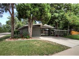 Mid Century Modern House Architecture Lovely Wooden Landscaping With Green Grass Field