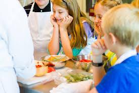 cours cuisine enfant les cours de cuisine un moment magique pour de petits chefs en