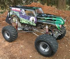 monster truck videos for kevin holmlund s incredible conley v8 powered 1 4 scale grave digger