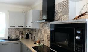 cuisine antibes carreaux de ciment sol cuisine cuisine equipee credence carreaux