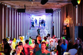 Dress Barn In Manhattan Where To Party This Summer In New York The New York Times