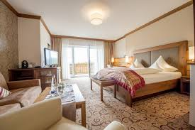 Schlafzimmer Mit Ankleide Turmsuite Hochzell Hotel Mooshof Bodenmais Wellnesshotel