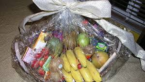 Office Gift Baskets Office Holiday Gift Giving Etiquette 7 Simple Tips Cbs News