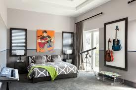 stores pour chambres à coucher chambre à coucher chambres coucher design gris guitare fenetre