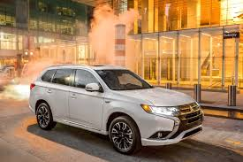 outlander mitsubishi 2017 better late than never mitsubishi u0027s outlander plug in hybrid