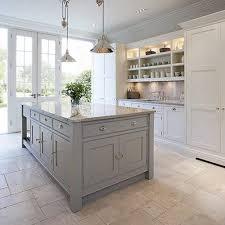 shaker kitchen island best 25 htons kitchen ideas on hton style