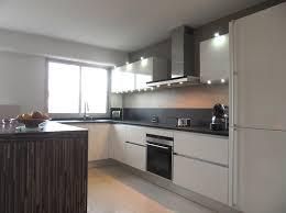credence cuisine blanc laqué la cuisine blanche intemporelle et élégante inspiration