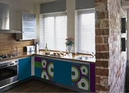 küche mit folie bekleben küchenschränke bekleben wie kann alte küchenfronten erneuern