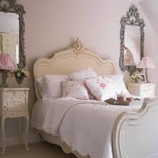 elegant image of vintage classy bedroom decoration using curved