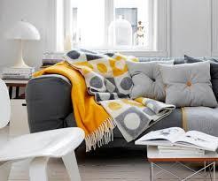 jeté de canapé en 15 jetés de canapé pour vous réchauffer