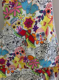 tela de calaveras de alexander henry telas chic creative