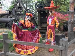 look dia de los muertos coco decorations disneyland