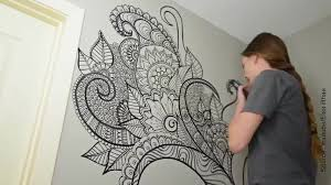 dessin mural chambre un arbre dessiné au feutre sur un mur