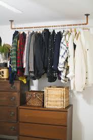 kleiderschrank regal die besten 25 begehbarer kleiderschrank selber bauen ideen auf