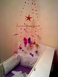 fleurs dans une chambre mobile papillon en papier et fleurs origami idéale pour bébé
