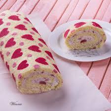 רולדה לבבות במילוי קרם תותים hearts patterned swiss roll cake