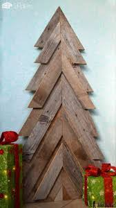 pallet christmas tree 40 pallet christmas trees decorations ideas page 3 of
