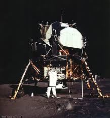 Can You See The Us Flag On The Moon Stunning Pictures Of 1969 First Moon Landing Daily Mail Online