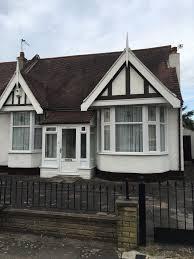 beautiful 3 bedroom bungalow seven kings in ilford london