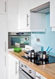cuisine bleu ciel design interieur armoires cuisine blanches crédence bleu ciel