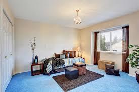 moquette chambre coucher chambre à coucher moderne avec la moquette bleue photo stock image