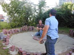 Cutting Patio Pavers How To Lay A Circular Paver Patio How Tos Diy