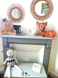 veilleuse chambre bébé chambre bébé bois cheminée grise miroir en rotin et veilleuse