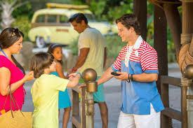 is disney crowded at thanksgiving how to visit disney world when attendance is low