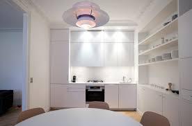 cuisine sur un pan de mur découvrir une cuisine au design scandinave