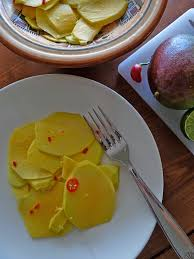 cuisiner la mangue en cuisine avec marlène salade de mangue verte