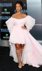 Usa Halloween Planet Rihanna In Giambattista Valli Couture At L A Premiere Of Valerian