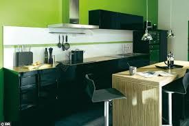 cuisine mur vert pomme meuble de cuisine blanc quelle couleur pour les murs les matires
