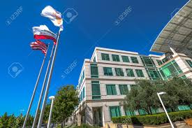 avec siege cupertino ca usa 15 août 2016 drapeaux devant le siège d apple