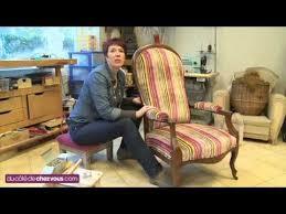 comment retapisser un canapé restaurer un fauteuil voltaire