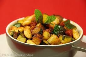 cuisiner courgettes poele poêlée de courgettes amandes chorizo curry et menthe fraîche d