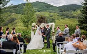 wedding vow backdrop wedding vows with mountain backdrop at mountain wedding garden in