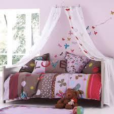 vertbaudet chambre chambre fille avec papillon deco chambre enfant
