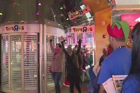 toys r us plans thanksgiving day opening