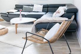 coussin pour canapé d angle canapé d angle en cuir avec plaids et coussins pour une ambiance cosy