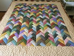 this quilt used one jelly roll the fabrics is from the