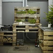 cuisine de jardin en meuble de cuisine en palette faire des meubles avec des palettes en