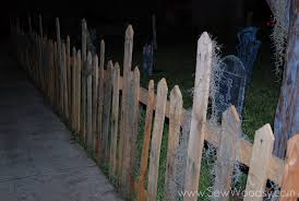 Outdoor Wooden Halloween Decorations by Halloween Wood Pallet Fence Sew Woodsy