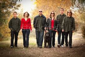 family picture color ideas family portrait clothing ideas what to wear in your family pictures