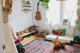 sol chambre bébé idée déco chambre bébé montessori lit bébé montessori sur le sol