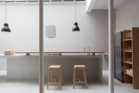 cuisine en bambou cuisine ilot en béton ciré et bambou qui intègre toutes les