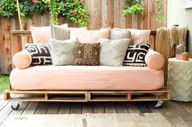 fabriquer un canap en palette 52 idées pour fabriquer votre meuble de jardin en palette archzine fr